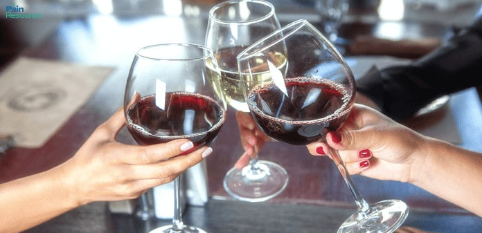 alcohol and chronic pain, Chronic pain sufferers may benefit more from moderate drinking, study says