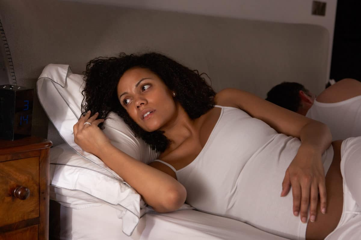 How to Deal with Pregnancy Pain pregnant woman with insomnia