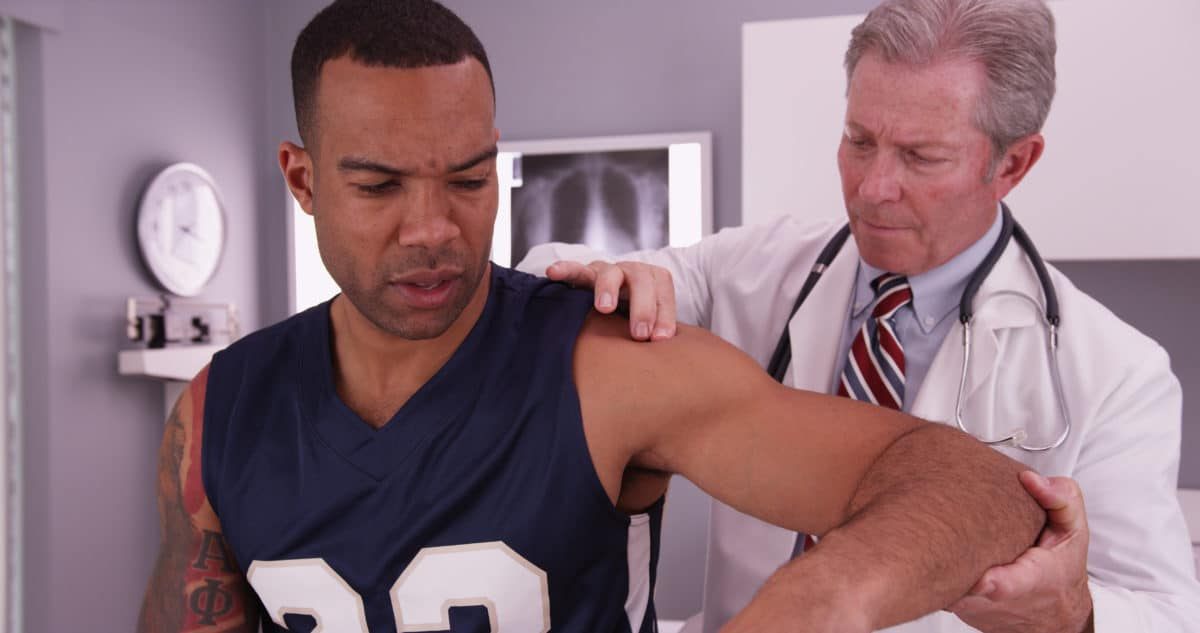 Manage Back and Neck Pain as an Athlete doctor treating athlete's pain